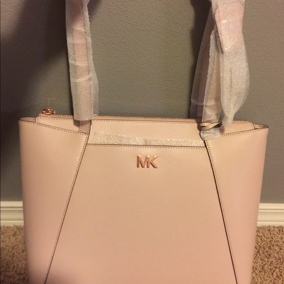 99eb927c52b4 Michael Kors Bags | Maddie Medium Crossgrain Leather Tote | Poshmark